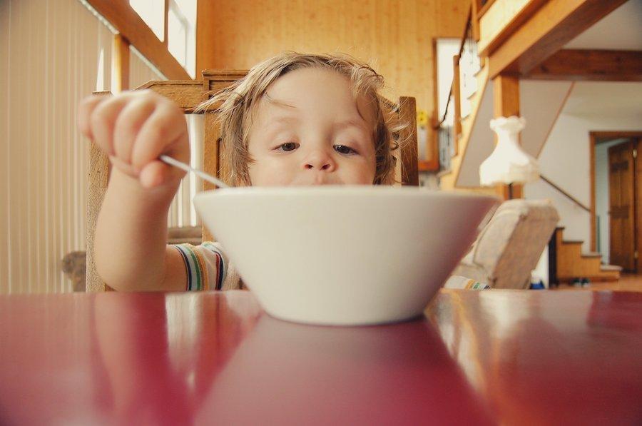 Cómo enseñar a comer a nuestros hijos